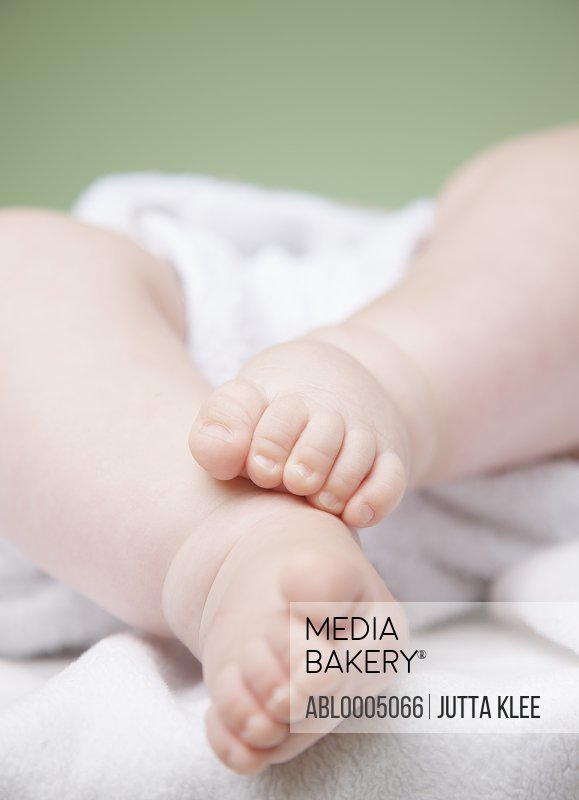 Close up of a baby feet and legs