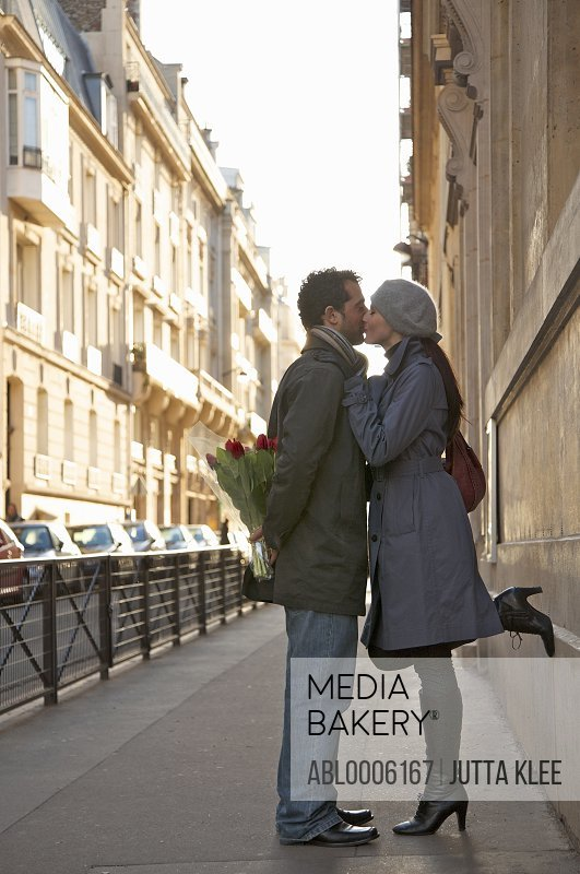 Young couple kissing in a city street