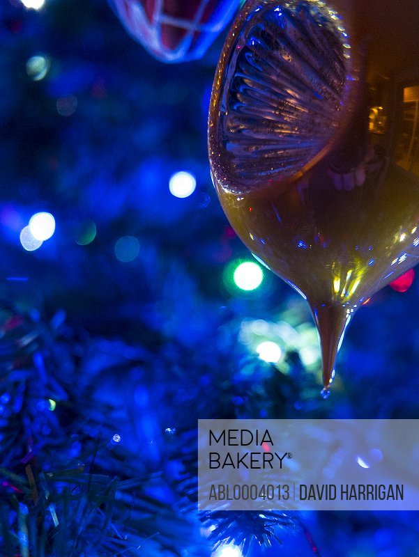 Gold Christmas Bauble, Close-up view